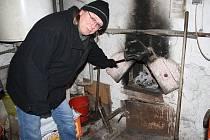 FRANTIŠEK MATOUŠEK představil systém vytápění sauny, který již v současné době patří v kraji k ojedinělým.