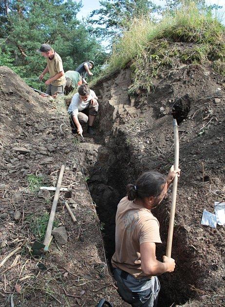 Archeologové hledají na Hrotku stopy bitvy uTřebele