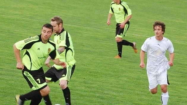 Fotbal-1. A třída: Rozvadovští byli v okresním derby proti B. Stříbro úspěšní, zvítězili 5:2.