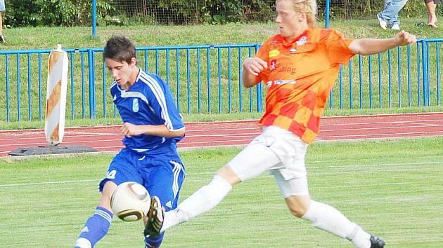 Tachov (v modrém) přehrál Spartak Chrást 3:0.