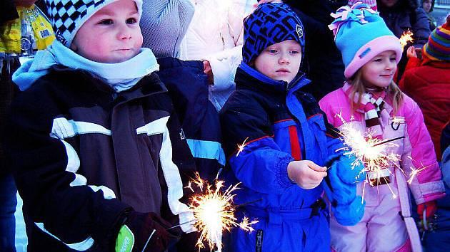 V Pošumavské zpívali koledy a tvořili svícny