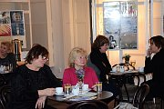 MUZEJNÍ SÁL se proměnil na malou útulnou kavárničku, kde si mohli návštěvníci  posedět nejen při dobré kávě.