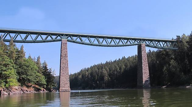 Vizualizace nové konstrukce Pňovanského mostu. Ten by měl být obohacen o lávku pro chodce.