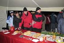 Cesta na Ronšperk byla značená svíčkami, které ji lemovaly. Advent v lese měl nejvyšší účast od svého počátku.
