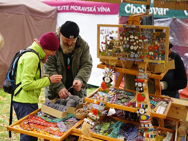 Na vrchu Krasíkov se uskutečnily tradiční Slavnosti jablek.