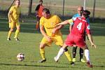 Hráči Halže (ve žlutém na archivním snímku) o víkendu prohráli v Erpužicích 1:3.
