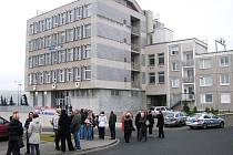 Budova banky byla evakuována.