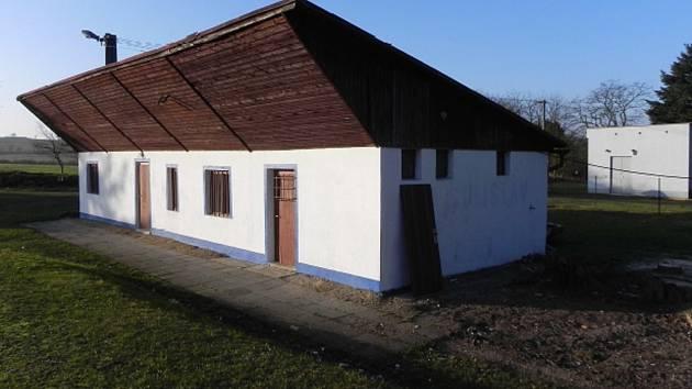 Kabiny fotbalového oddílu jsou po rekonstrukci a získaly novou přístavbu.