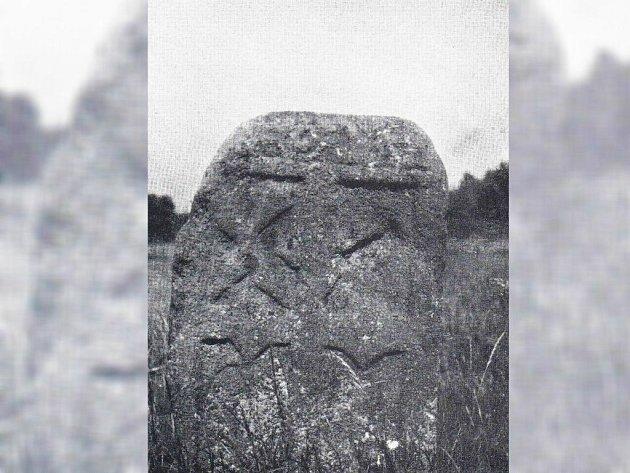 TATO KAMENNÁ PAMÁTKA stávala u Chodové Plané. Zmizela zřejmě v roce 1978.
