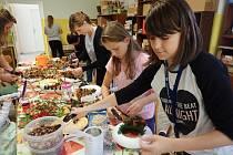 V sobotu se v Černošíně sešli zájemci na kurzu podzimního tvoření při vyrábění dekorací