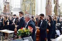 Velšský orchestr při závěrečné děkovačce nadšenému publiku.