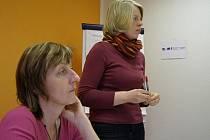 S návrhy, jak ve Stříbře zlepšit některé sociální služby, seznámily veřejnost Božena Nenutilová a Alena Šámalová (zleva).