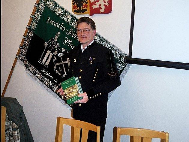 Jiří Hlávka, 29. 3. 2011, při prezentaci publikace Historie železářství a uhlířství v Českém lese, kterou napsal společně s Jiřím Kaderou.