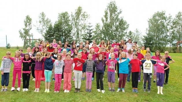 Na letošní tábor TDS se vypravilo více než šedesát zpěváčků. Někteří už však pro nemoc museli odjet.