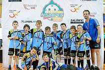 "STŘÍBRNÍ. Družstvo ""modrých"" FLK Slavoj Tachov vybojovalo na florbalovém turnaji v Liberci druhé místo."