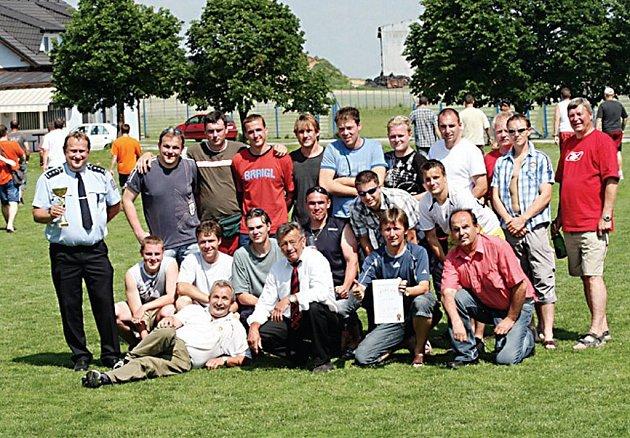 Vítězi třetího ročníku fotbalového turnaje O pohár ředitele OŘ PČR Tachov se stali policisté z Tachova.