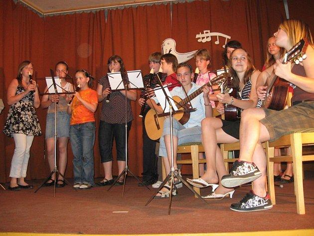 Program zpestřovali svým vystoupením děti ze ZUŠ Kladruby.