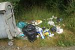 rozházený odpad na okraji Vranova, jinak vzorně uklizené a upravené obce