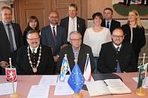 Slavnostní podpis deklarace.