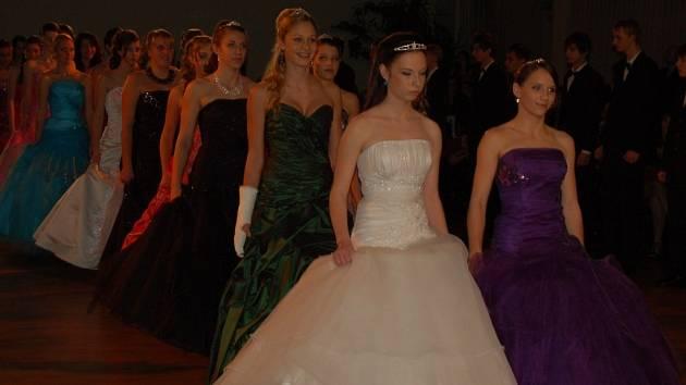 Ze závěrečného plesu tanečního kurzu 2012.
