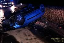 Nehoda u Bezděkova se stala ve čtvrtek před devátou hodinou večer.
