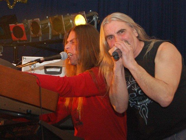 Martin Uxa a Jan Haško, dvě osobnosti, které jsou neodmyslitelně spjaty s historií i současností karlovarské rockové kapely Coda.