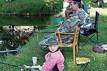 Nejmladším účastníkem sobotních rybářských závodů, které se konaly v Rájově, byl dvouapůlletý Lukáš Holík