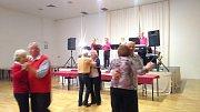 Zdravotně postižení a jejich přátelé se sešli v tachovském společenském sálu.
