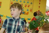 Poslední zvonění letošního školního roku si poslechli také žáčci druhé třídy Základní školy Hornická v Tachově.