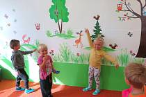 Školka v Černošíně vylepšila interiéry i zahradu.