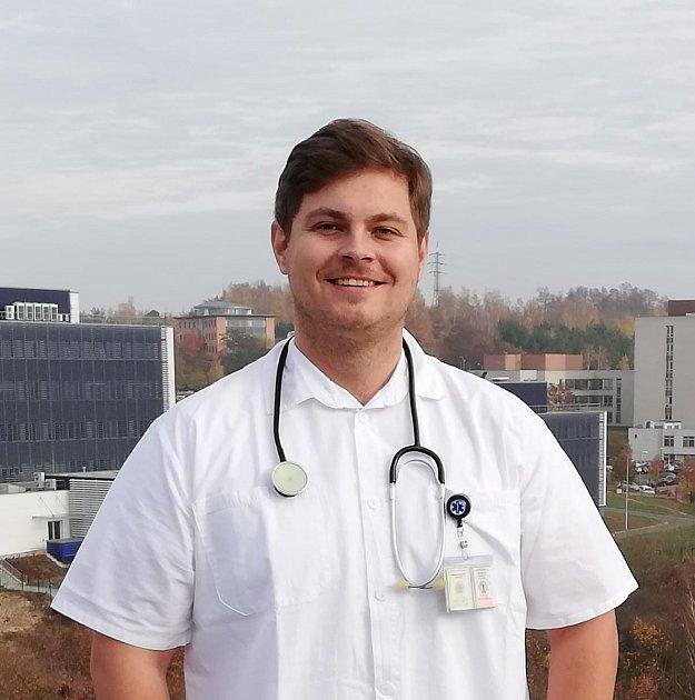 Ondřej Horský studuje medicínu a pracuje jako sanitář na JIP plicního oddělení FN Plzeň. Foto: Archiv Ondřeje Horského