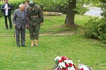 V pondělí se v Tachově u památníku americké armády uskutečnil pietní akt, při kterém si zúčastnění připmněli 66. výročí osvobození města Tachova americkou armádu. K pomníku řada hostů položila věnce a květiny.