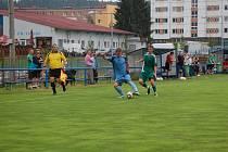 DALŠÍ PŘÍPRAVNÉ utkání sehrál ve středu FK Tachov s Hvězdou Cheb. Domácí zvítězili vysoko 8:2. Na snímku při jednom ze soubojů Habart (vpravo).