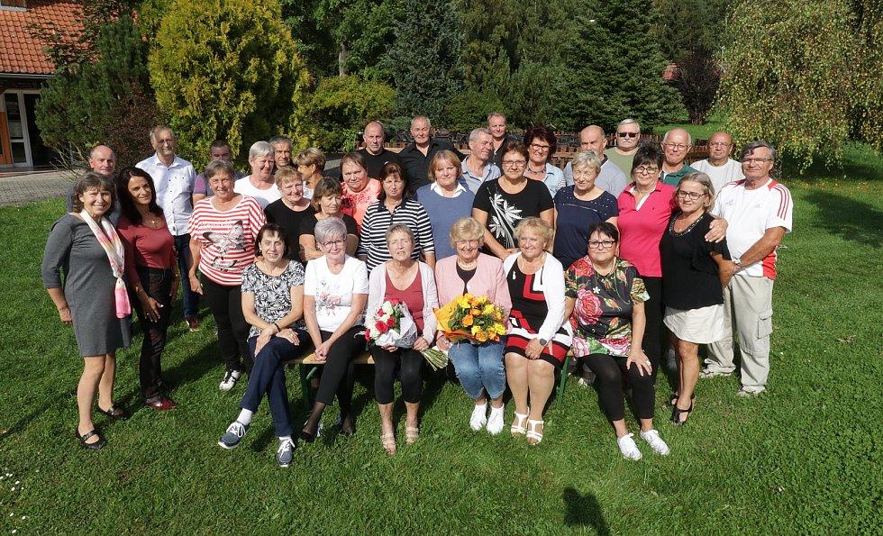 Setkání spolužáků devátých tříd v Plané po padesáti letech.