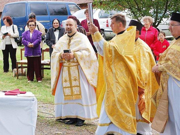 U kapličky v Horní Jadruži se o víkendu opět sloužila svatá liturgie.