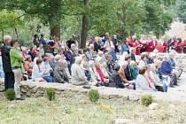 OBNOVENÉ ZÁKLADY kostela Panny Marie Bolestné v Třemešném posloužily znovu věřícím, a to při znovuvysvěcení, které se uskutečnilo v sobotu.