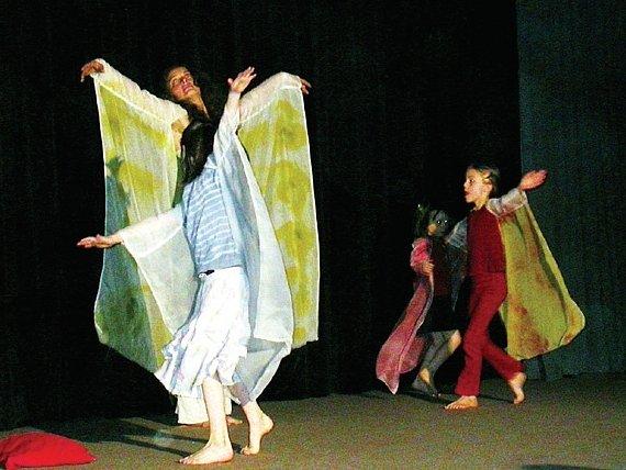 Škola motýlí měla malý handicap. Přesto nachlazení neubralo na jemnosti jejich vystoupení.