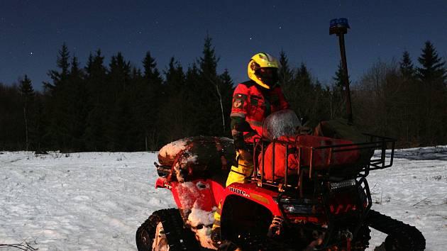 Horští záchranáři Mountain Rangers drželi pravidelnou službu i v noci na Nový rok.