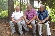 V bílém tričku jsem já, Franta Soukup, uprostřed Pepa Dvořáček z Ostravy a Petr Katz z australské Sydny.