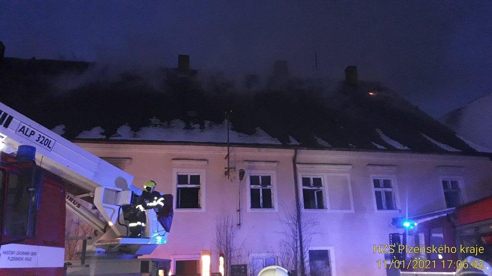 Ve Stříbře hoří bývalý pivovar