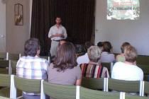 O deštných pralesích přednášel a besedoval ve čtvrtek v Tachově pedagog Tomáš Kučera.