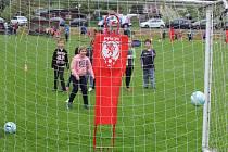 Měsíc náborů je projekt Fotbalové asociace České republiky a koná se po celém Česku s cílem přivést ke sportu malé kluky i holky. Snímek je z akce v Klenčí pod Čerchovem.