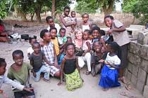 Petra Cehláriková pomáhá dětem v jižní Africe.