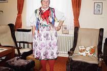 EVA MICHALICOVÁ byla v šedesátých letech jednou ze členek Sulislavského souboru písní a tanců. Pro Deník se oblékla do tradičního sulislavského kroje.
