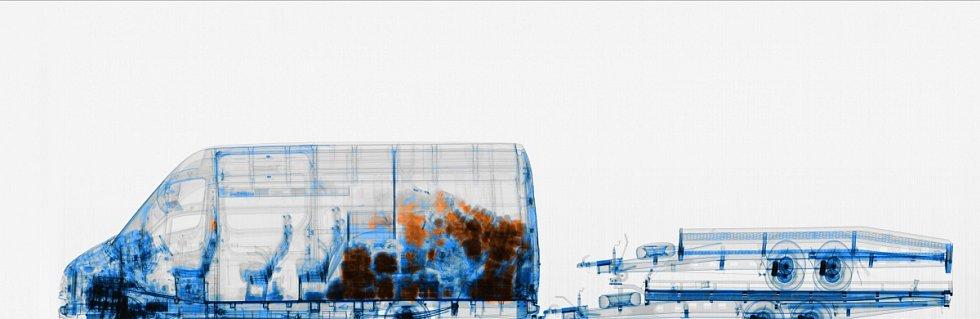 Pašeráka cigaret odhalil mobilní rentgen