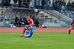 FK Tachov (v červeném) - Sokol Stráž (v modrém) 6:0 (2:0).