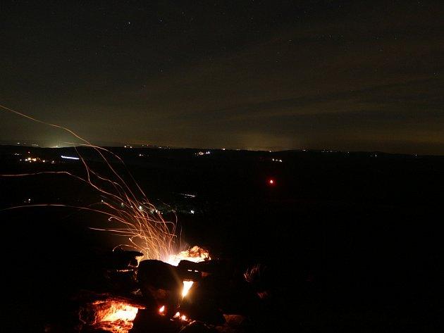 Čerti předávali signály při keltském telegrafu pomocí ohňů. Jeden z nich plál i na Vlčí hoře u Černošína.