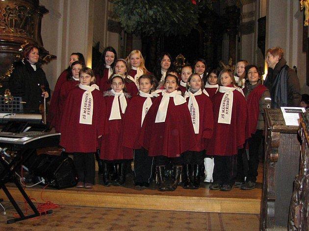 V kostele Všech svatých ve Stříbře se konal vánoční koncert tří partnerských škol.
