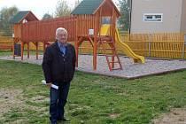 Starosta Jindřich Červený nám představil nové dětské hřiště.