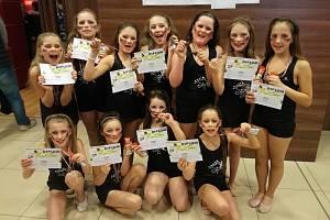 Dívčí taneční skupina 11Stars.